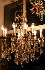Italia, Venetsia, Murano, 12-haarainen kristallikruunu. Myyty.