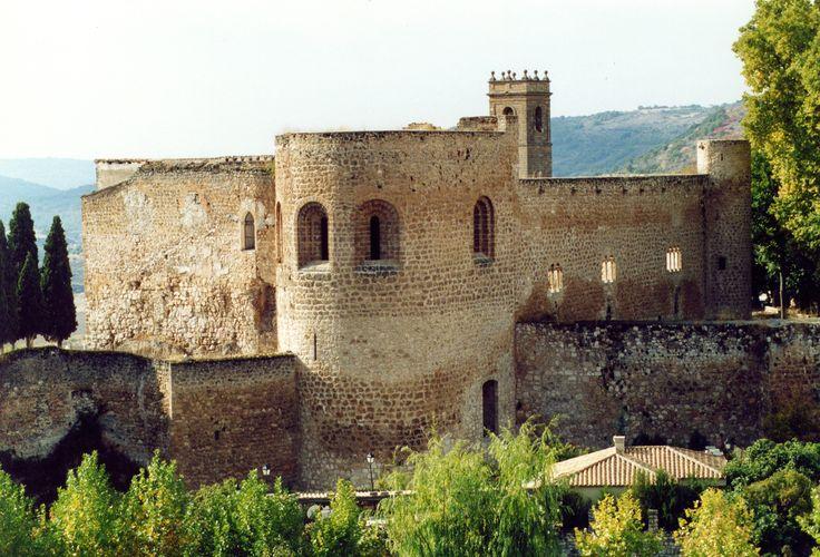Os invitamos a pasear por el castillo de Brihuega. #historia #turismo http://www.rutasconhistoria.es/loc/castillo-de-la-pena-bermeja-brihuega