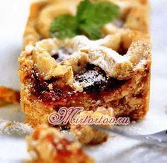 Кростата с вишней– это открытый сладкий пирог с ягодной начинкой.