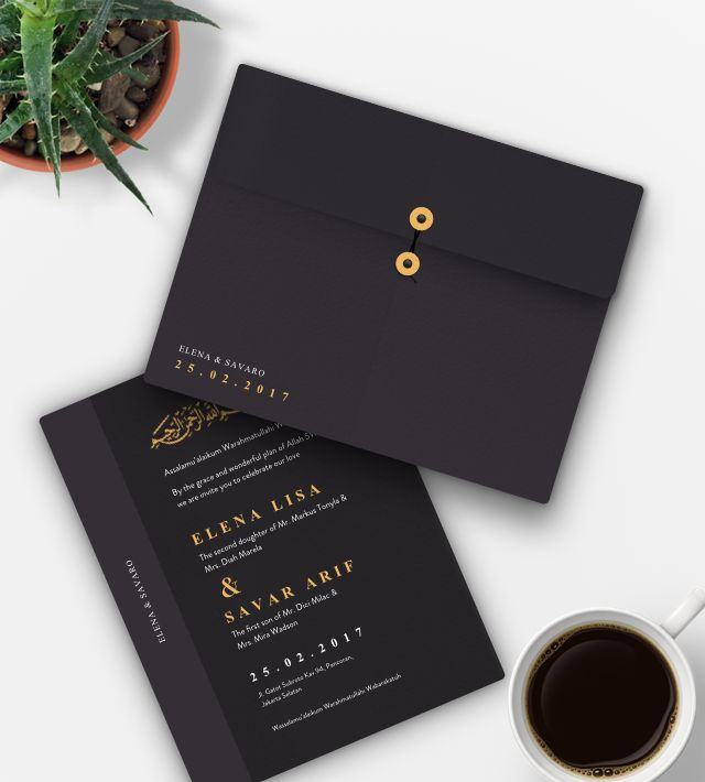 Modern Dark Wedding Invitation. Wedding invitation dengan warna dasar ungu kehitaman dan emas dengan tipografi serif menciptakan tampilan yang benar-benar mendefinisikan keanggunan dalam desain undangan pernikahan ini. Dengan balutan amplop gelap dan tinta emas pada tulisan menguraikan nuansa kemewahan pernikahan Anda.