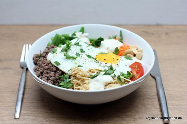 Schöner Tag noch! Food-Blog mit leckeren Rezepten für jeden Tag: Dragon Bowl mit Mienudeln, Hackfleisch, grünen Boh...