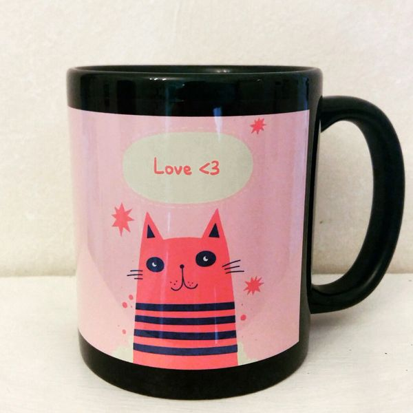 Fekete-rózsaszín bögre cicával. Black pink mug with cat.