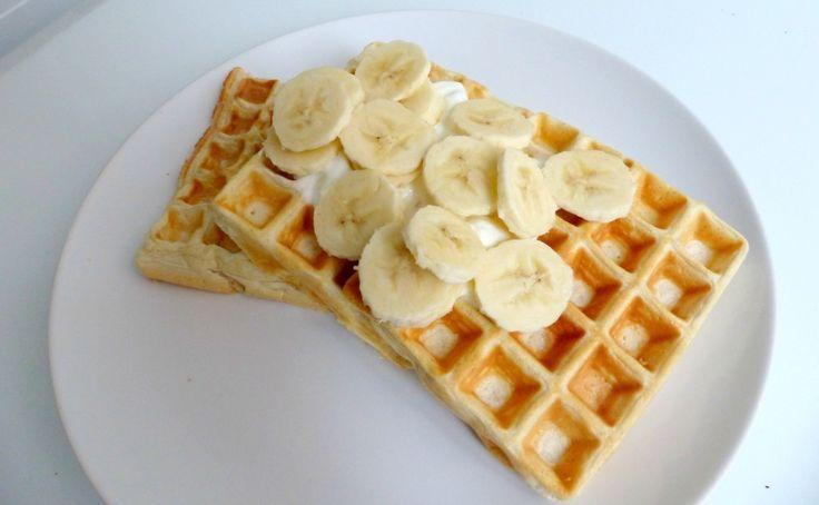 Healty eiwitwafels / 4 eiwitten (of 130g vloeibaar eiwit)     1 scoop eiwitpoeder (+- 28 gram)     40g havermout     30ml melk     1/2 theelepel bakpoeder     Een klein beetje olie voor het invetten / 359 kcal (voor het volledige recept)