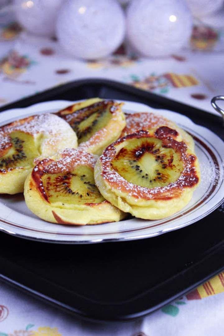 Pulchne jogurtowe placki ze świeżym kiwi