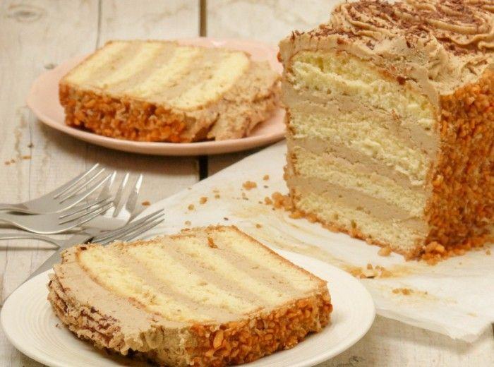 Maak zelf deze heerlijke mokkataart/mokkacake! Met een biscuitdeeg en de lekkerste mokkacrème. Ook lactosevrij.