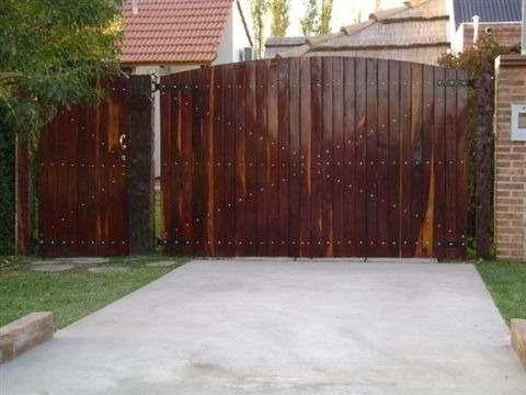 Portones de madera dura macizos o espaciados modelos for Portones de entrada principal