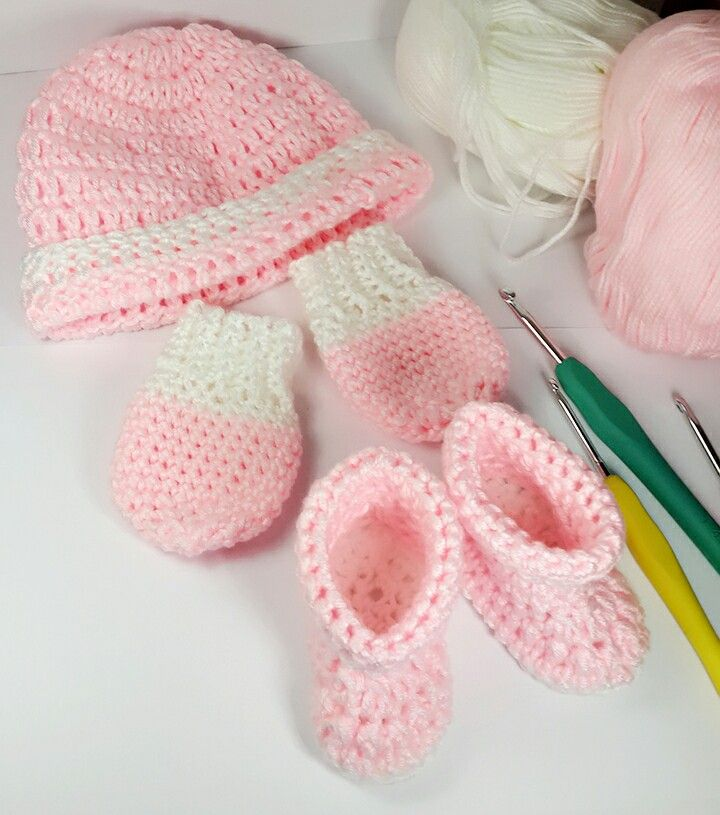 Baby hat, mitten and boots