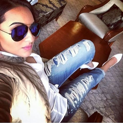 """""""Good Morning guys!  You would not believe how much I am obsessed with this Selfie  @aslisona ur Just #QueenSelfie"""""""
