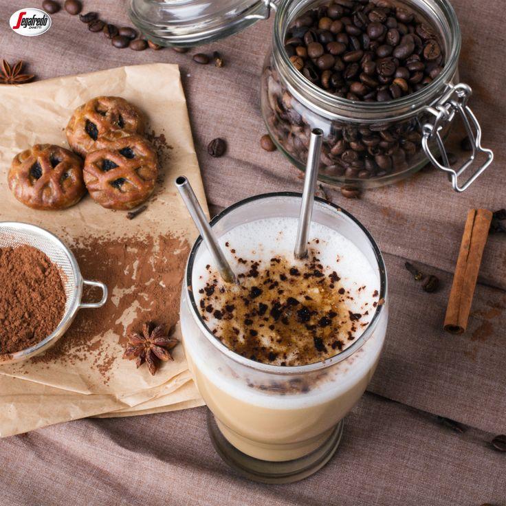 Czy wiecie, że ciasteczka stanowią doskonały dodatek do kawy?  Rozkruszone stanowić będą świetną posypkę dla napojów wykończonych mleczną pianką lub bitą śmietaną. #segafredo #segafredozanetti #segafredozanettipoland #kawadeserowa #ciasteczka #przepisynakawę #coffee #kawa #coffeetime