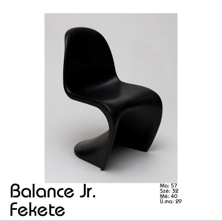 A Balance széknek nincs négy lába, mégis stabil! Egy félkör alakú felület érintkezik a talajjal. Egyetlen öntési lépésben készült, mégpedig polipropilénből. Jöhet eső, tűzhet a nap, kiválóan ellenáll az időjárás viszontagságainak! A háttámla, és az ülés kis mértékben rugalmas, így még nagyobb kényelmet biztosít a rajta ülőnek. Rakásólható szék.  Méret: Magasság : 83 cm Szélesség: 49 cm Mélység : 58 cm Ülés magasság: 44 cm