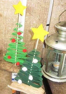 stromeček - dekorace z vlnité lepenky