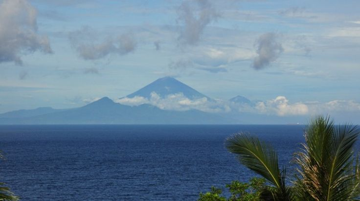 Exotic Holiday Villa with Beautiful Scenery and Amazing Villa Decor : Mountain View From Malimbu Villa Indonesia