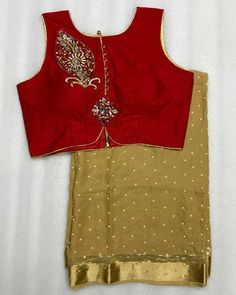 Pearl Georgette saree with readymade blouse.. Size 36+marigins