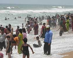 Fine white sands, roar of the breakers rolling in from the Bay of Bengal and countless devotees flocking the place for a purification dip are the synonyms to the Puri Beach. The beach has continued to be a sacred venue for an endless number of pilgrims coming to pay homage to Lord Jagannath.