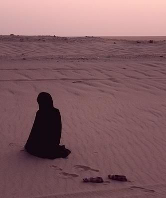 Muslimah Praying in Desert Originally found on:... • Islamic Art and Quotes