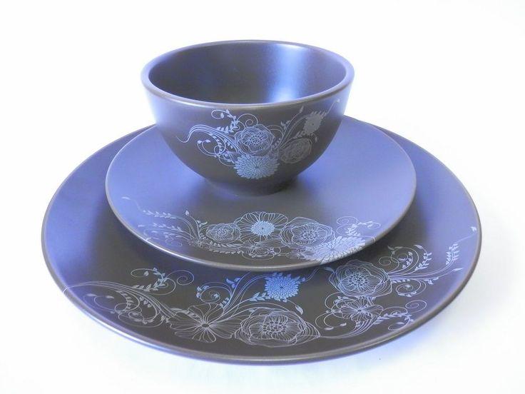 Jídelní sada * modrý porcelán s bílou dekorací.
