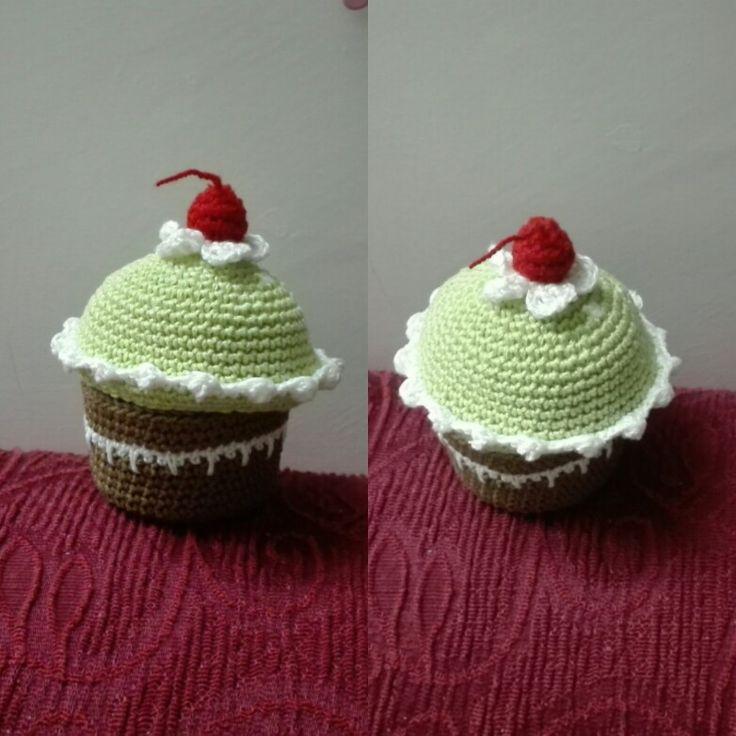 Cupcake all'uncinetto realizzato completamente a mano. È possibile crearlo anche su richiesta. In vendita a 15,00€. Spedizioni in tutta Italia. Pagamenti con ricarica postepay o bonifico.