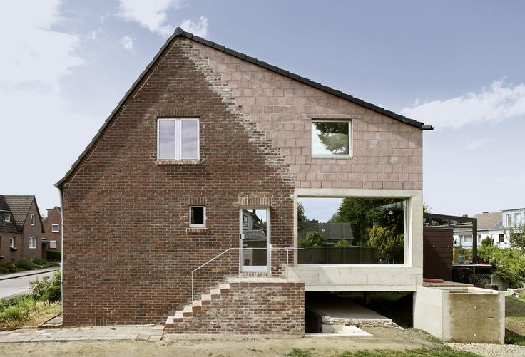 STRUCTURAL AND ENERGY-EFFICIENT RENOVATION OF AN ESTATE HOUSE IN AACHEN  by amunt