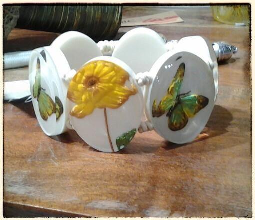 spring power farfalle che danzano e fiori