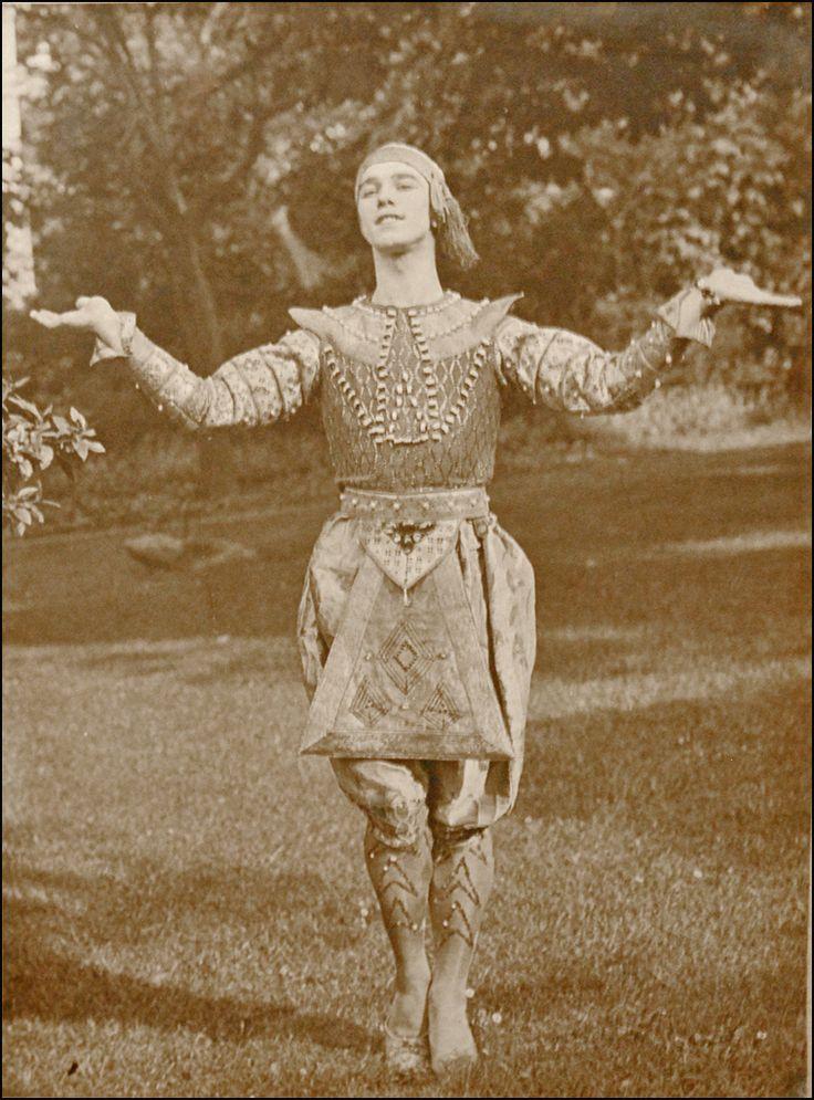 ballet russes | ... dans la danse siamoise (Ballets russes, Opéra) (4565805924).jpg