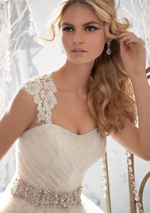 Mooie Prinsessen trouwjurk met afneembare bandjes van kant