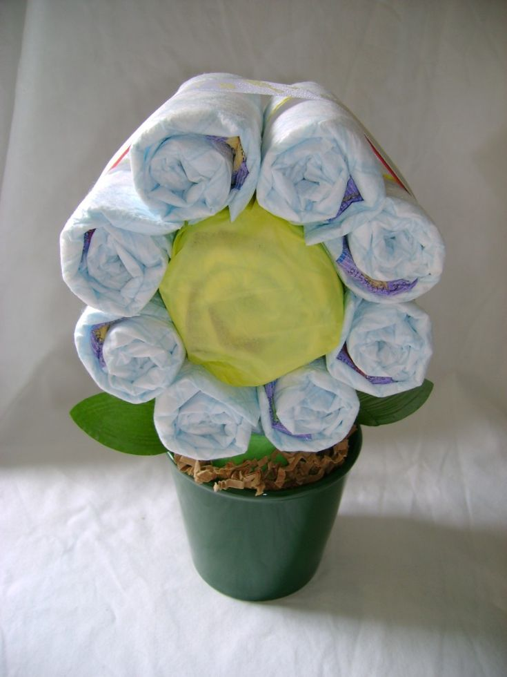 Diaper Flower: wonder if I could do this from depends as most of my friends are past the baby stage!