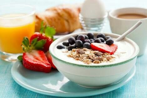 Perfect oat meal + some fresh fruits also a cup of tea    make my day❤