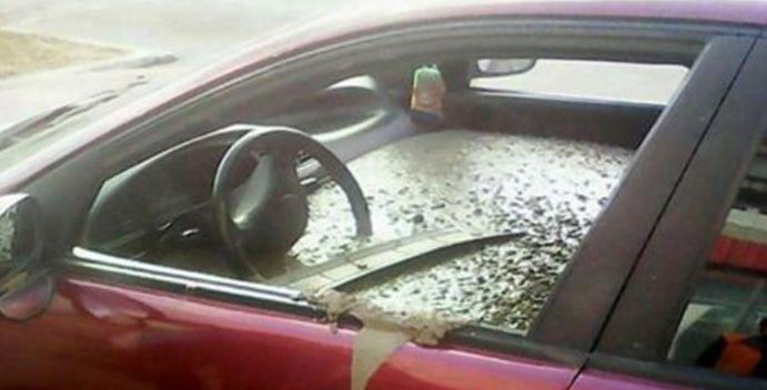 Ze ziet dat haar auto is gevuld met cement. De reden is te bizar voor woorden ...
