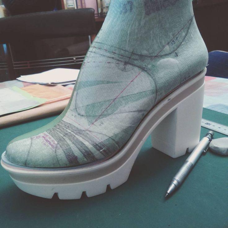 New tbar model peep toe #shoes #tbar #last #pattern #shoemaker #heels #peeptoe #start #lovemyjob #cinderella