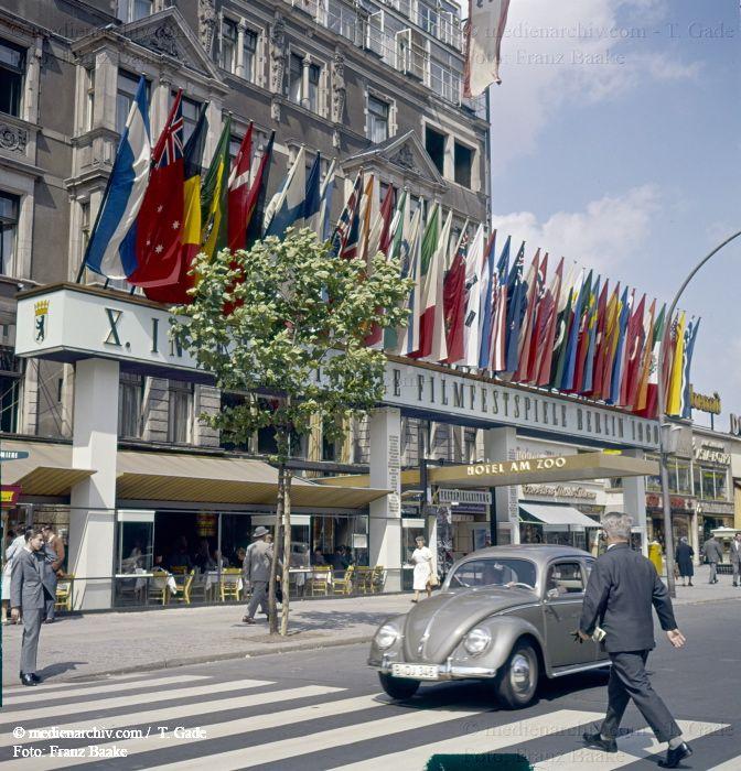 Berlin-Kudamm 1960  Berlin  Charlottenburg  Deutschland  Germany  Hotel am Zoo  Kudamm  Kurfürstendamm  X.Internationale Filmfestspiele medienarchiv.com fotos
