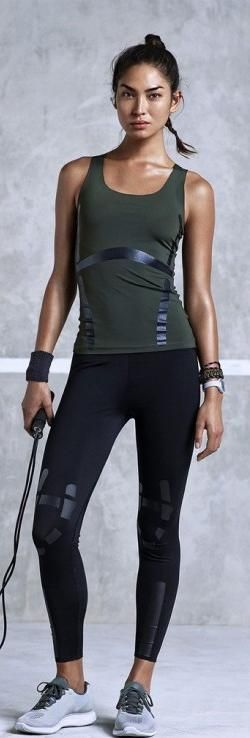 I flipping LOVE LOVE LOVE this entire outfit!  This would have to be my favourite look for working out, boxing, running etc.  If the top and leggings are vegan, I'm buying.