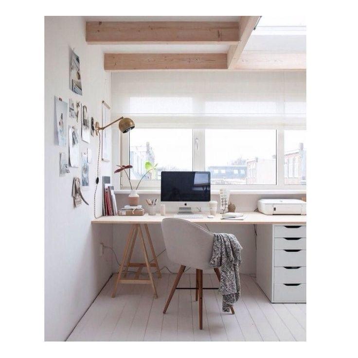 Trabaja en espacios tranquilos con colores claros con detalles que aumenten tu creatividad!! Feliz Jueves!  #inspiration #anatoliadeco #deco #designers #deadosdiseñamos #lovemylife #lovemyjob #wood #furniture #metal #workspace #love #followme by anatolia.deco
