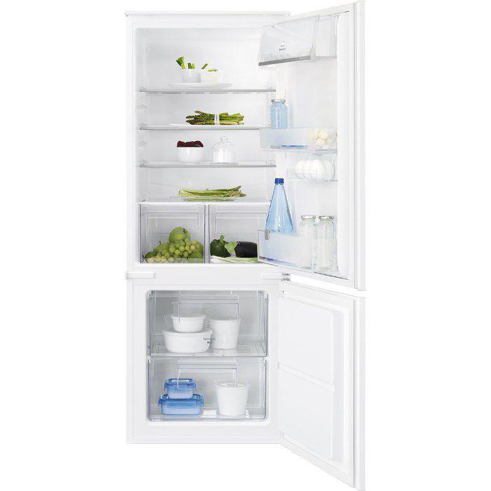 Vstavaná kombinovaná chladnička Electrolux ENN2300AOW plne integrovateľná s posuvnými dverami. Vďaka prakticky rozčlenenému vnútru dokážete uschovať veľké množstvo potravín. Veľkou prednosťou jedinečného modelu chladničky s mrazničkou na spodnej strane je i moderný dizajn a tichý chod 35 dB. Harmonický a luxusný dojem vnesiete do kuchyne aj pomocou jednoduchých línií.