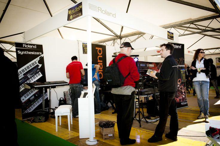 Durante la prima edizione, lo Stand Roland è stato visitato da 8.000 visitatori. FIM - Fiera Internazionale della Musica. 25 | 26 Maggio 2013. Ippodromo dei Fiori | Villanova d'Albenga (SV). www.fimfiera.it