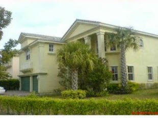 3102 Hamblin Wy, Wellington, FL.    Total Building SqFt: 4722, Rooms: Den, Family, Master Bath: Dual Sinks, Separate bath, Separate shower, Dining Area: Eat In Kitchen, Formal Dining room, Other Features: Laundry Tub, Vol Ceiling, Washer/Dryer Hookup, Flooring: Carpet, Ceramic Tile, Bedroom 2 is: 13x4, Bedroom 3 is: 11x13, Bedroom 4 is: 12x14, Bedroom 5 is: 17x16, Utility room is: 10x8, Security Features: Gate-Manned.    Camelot Realty Service, Inc. | (561)330-9714