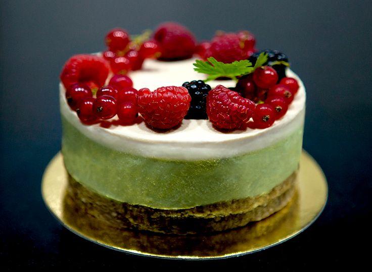 Cheesecake sin cocción de aguacate, lima y coco https://mycook.es/receta/cheesecake-sin-hornear-de-aguacate-lima-y-coco