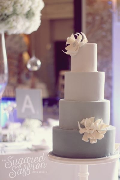 Love the ombre grey wedding cake in modern style