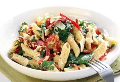 Salade de pâtes aux épinards et aux tomates séchées
