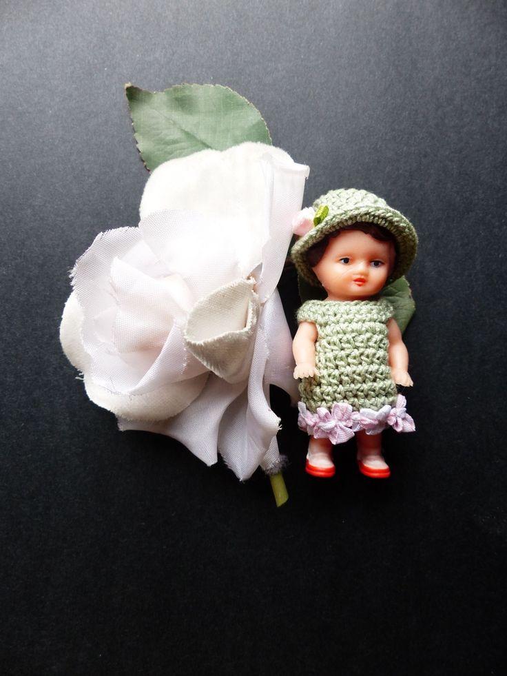 Voici Astrid ! Adorable petite poupée en gomme, fabriquée en Allemagne de l'Est dans les années 1950, et habillée par mes soins avec une petite...