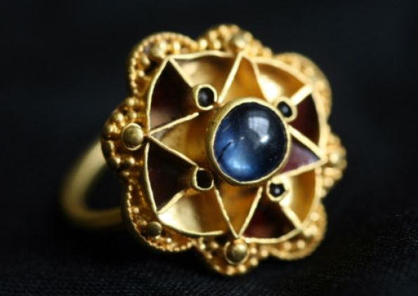 The unique sapphire ring found in a field by a metal detecting enthusiast in York. This might be a royal ring.