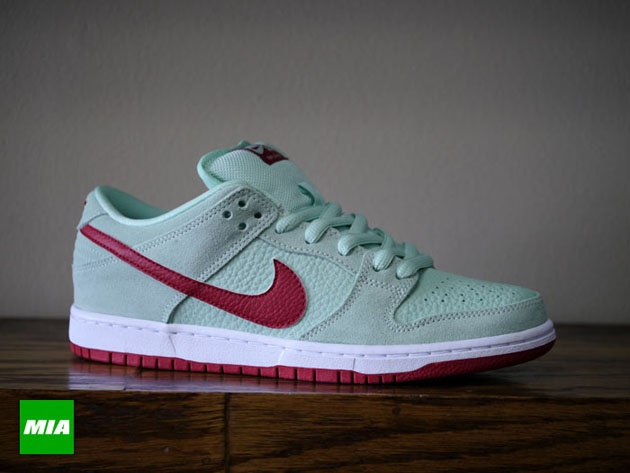 Nike SB Dunk Low - Medium Mint / Gym Red