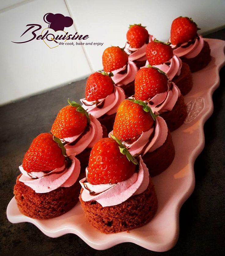 Red velvet gebakjes voor mijn bezoek! Hieronder het recept voor red velvet met olie. Ingrediënten cake: 300 gram bloem 300 …