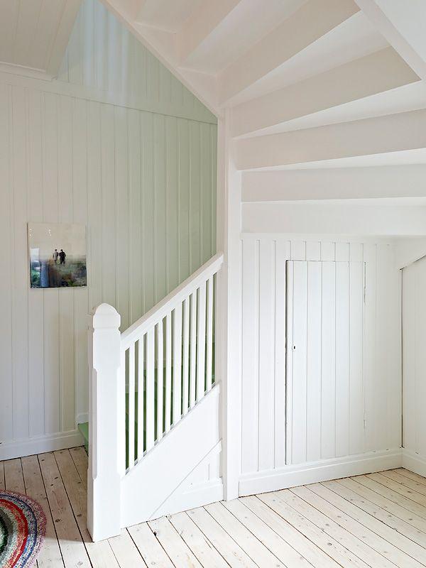 """Denna underbara villa finns att köpa genom Stadshem. Verkligen en sida där man kan hitta inspiration för sina hem genom att se andras hem,Så här skirver de om huset: """"En underbar villa med framtagna…"""