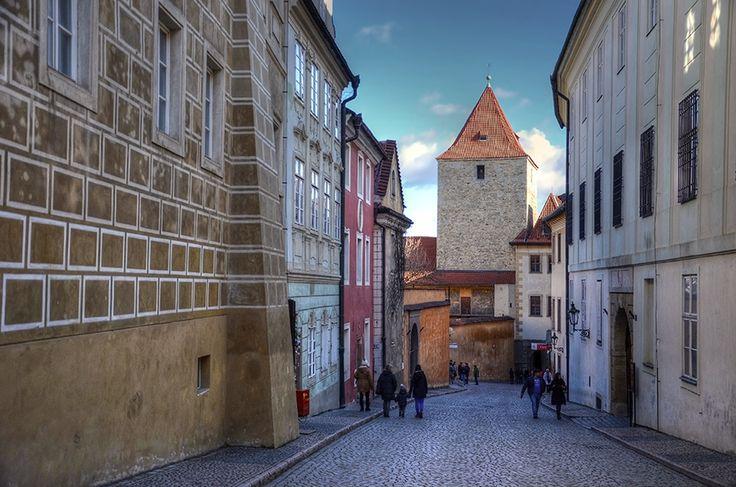 Pražský hrad, Jiřská ulice a Černá věž (též nazývána Zlatá) / Prague Castle, Jiřská street and Black tower (also named as Golden tower)
