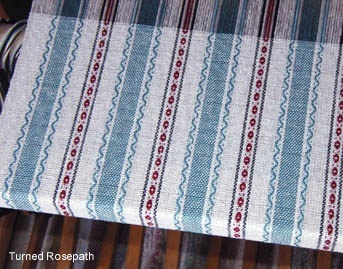 #weaving #rosepath http://www.eastsideweavers.com/_images//Turned_rosepath-rosepapth_pattern_woven_at_overshot.jpg