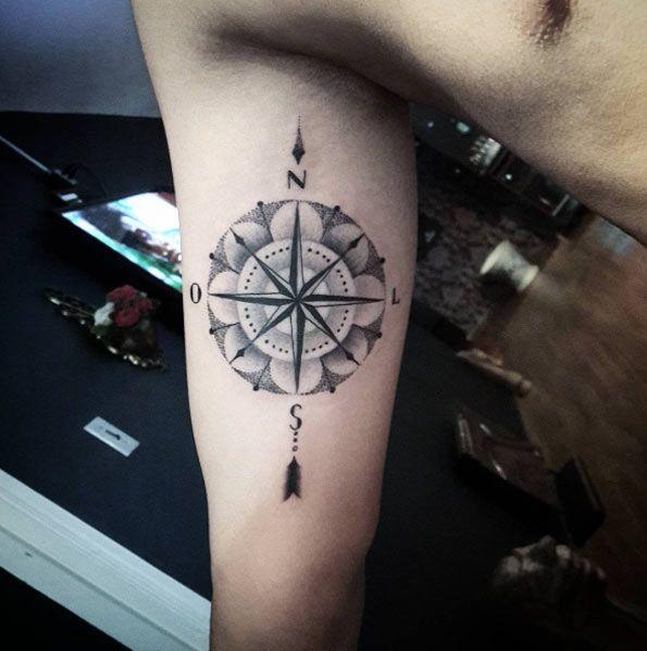 Dotwork compass by Diogo Rocha