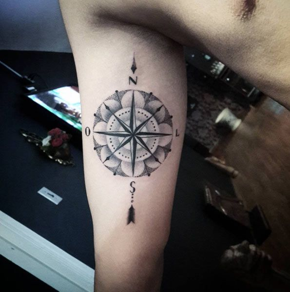 Dotwork compass by Diogo Rocha