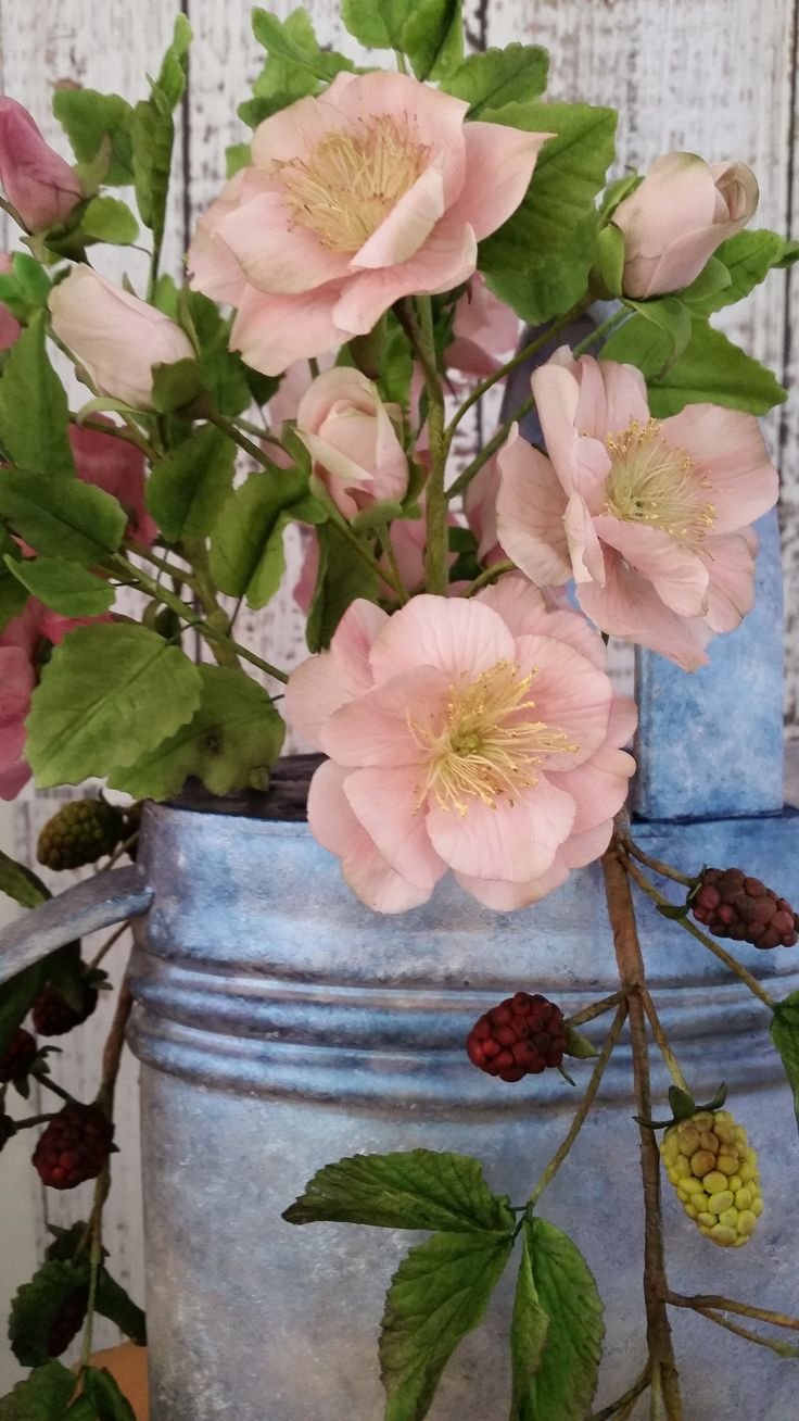 Sugar Rambling Rose close up by https://www.facebook.com/UnusualCakesForYou