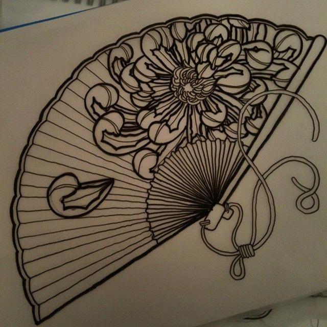 Diesen Lüfter neu zeichnen. Ich mag diese Chrysantheme mehr. #tattoo #tattoos #tattooworkers …