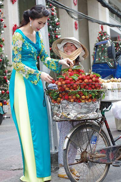 Thu Thảo giới thiệu áo dài xuân của Võ Việt Chung - VnExpress Giải trí